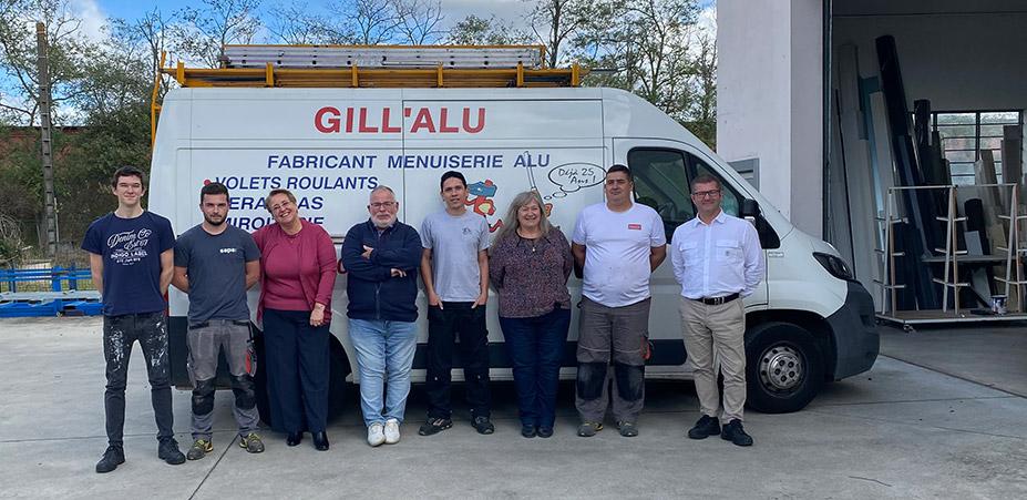L'équipe Gill'Alu au complet - fabricants et poseurs de menuiseries en Occitanie